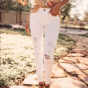 KanCan White Distressed Stretchy Jeans!